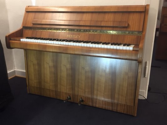 BENTLEY Klavier 99 Nussbaum