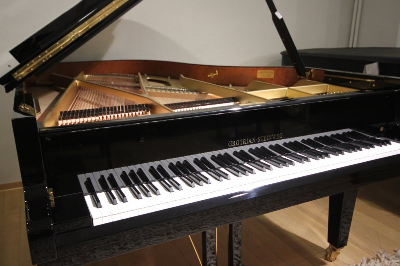 Pianohaus harke grotrian steinweg 208 for Yamaha clavinova clp 535 for sale